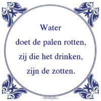 Drank-Waterdoet de palen rotten